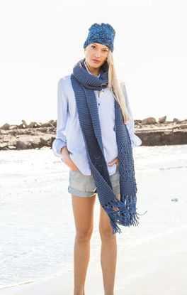 Langer Schal mit Ajourmuster