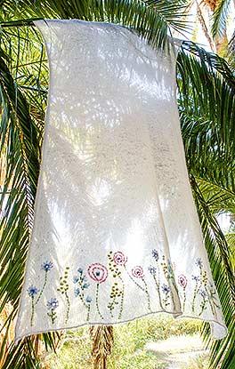 Plaid mit Blütenstickerei