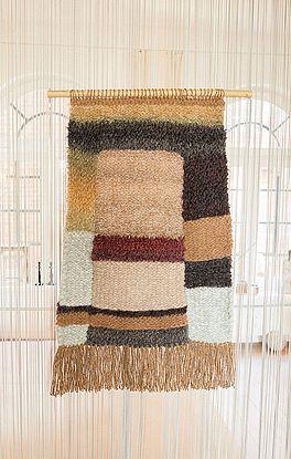 Wandteppich im Material- und Mustermix