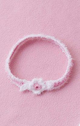 niedliches Haarband mit Häkelblüte
