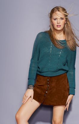 Stylischer Pullover im Materialmix