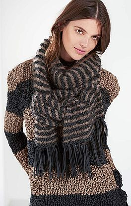 Schal mit Muster und Streifen